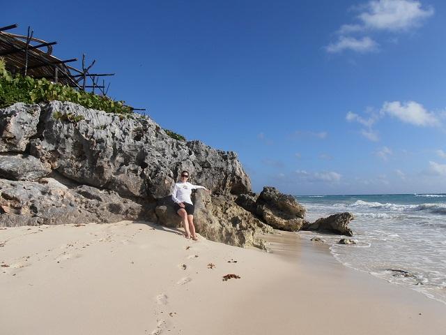 Der Strand vor unserer Hütte oben auf dem Felsen