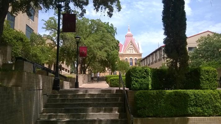 Netter kleiner Campus der Texas State Uni mit 35 Tausend Studenten.